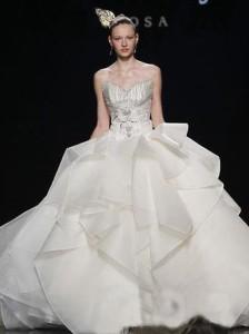 wedding dress by Lee Seung Jin