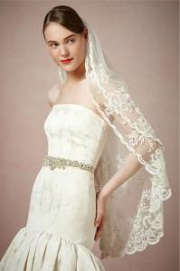 Spanish-style bridal veil