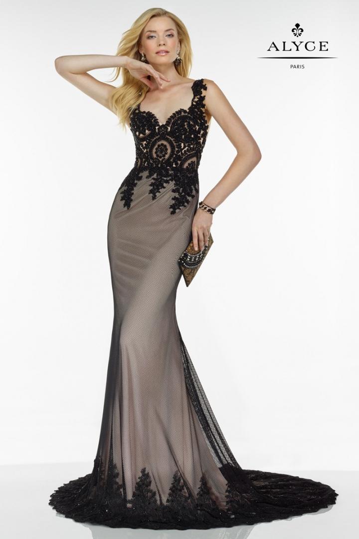 vestido-de-con-cuerpo-de-encaje-y-cola-tambien-rematada-con--97327